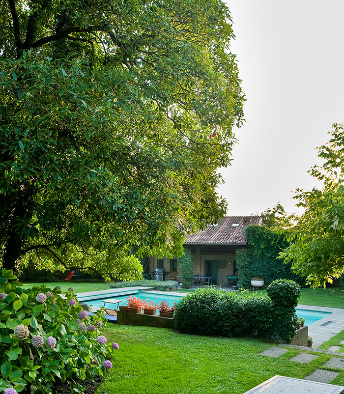 villa with gardan and swimming pool franciacorta italy